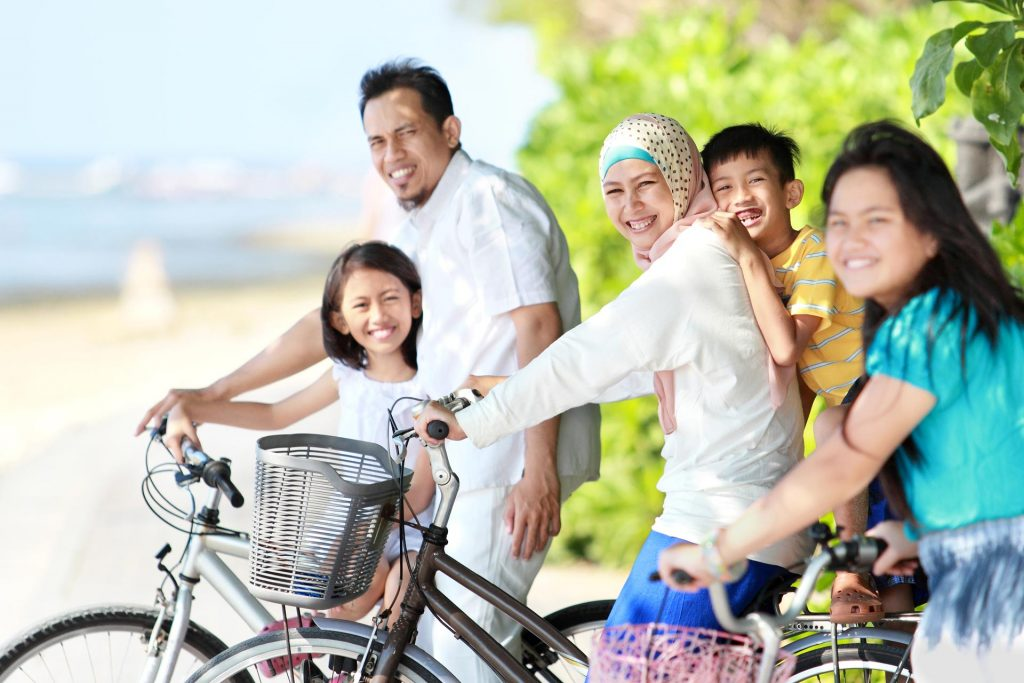 B-Happy-asian-family-riding-bikes-in-the-beautiful-morning-at-the-beach-1024x683